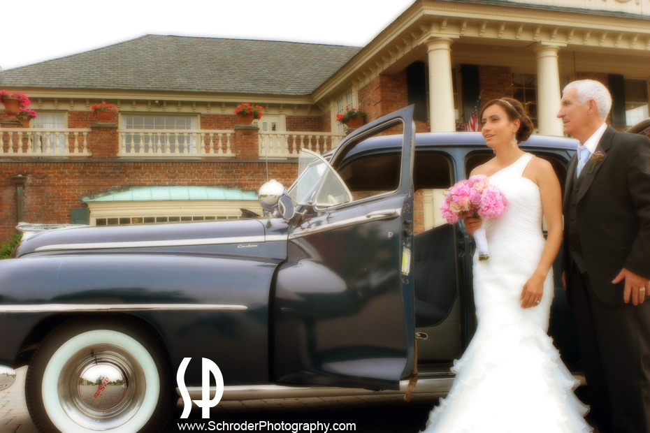 Bride arrives at The Manor